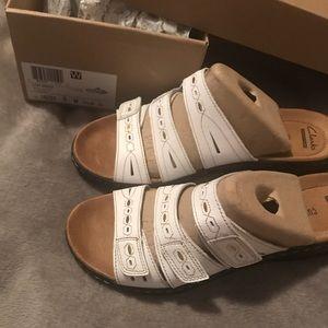 Clarks Leisa Broach NWT Summer Sandals Super Comfy